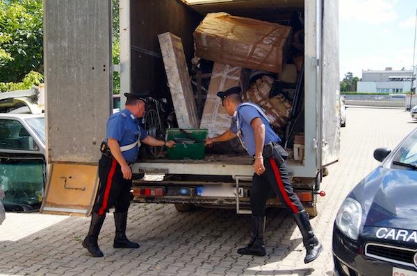 Il furgone sequestrato con la refurtiva