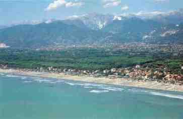 Tragedia in mare sulle spiagge della Versilia