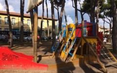 Forte dei Marmi, vietato fumare nel parco giochi dei bambini