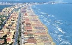 Versilia: la Regione corre ai ripari (con oltre 40 milioni) per impedire nuovi divieti di balneazione