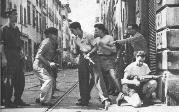 Partigiani in combattimento per le strade di Firenze