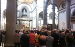 Firenze: morte di Mons. Porcinai, gran folla stamani in San Lorenzo per l'ultimo saluto