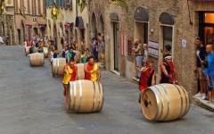 La partenza dell'edizione 2014 del bravio delle botti di Montepulciano