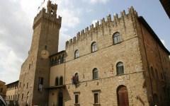 Vandali nel comune di Arezzo: danneggiamenti e furti in tre notti