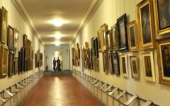 Firenze, Galleria degli Uffizi: nel Corridoio Vasariano affreschi e sculture romane. Gli autoritratti traslocano
