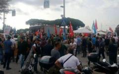 Livorno, alla raffineria dell'Eni operai in presidio: «No alla chiusura dello stabilimento»
