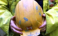 Lucca, due incidenti sul lavoro in poche ore: un morto e un ferito grave