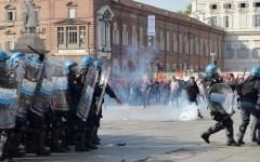 Lavoro: scontri a Torino fra polizia e centri sociali. Tre feriti e cinque fermati