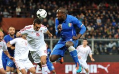 L'Italia batte l'Albania (1-0) con un gol di Okaka. Marassi pavesato a festa con la bandiera di Tirana
