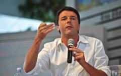 Renzi a Milano: convention all'americana con 800 invitati paganti e annoiati