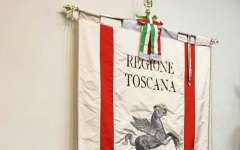 Terremoto: Gonfalone della Regione Toscana ai funerali di Ascoli Piceno
