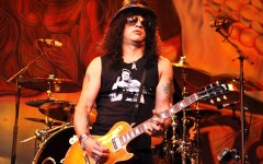 Firenze: Slash, con il suo «World on fire», infiamma 7000 fans al Mandela Forum