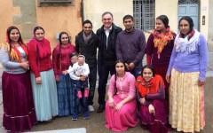 Toscana: Enrico Rossi in foto su Facebook con i rom, suoi vicini di casa. Il web attacca: «Voleva fare una cosa di sinistra?»