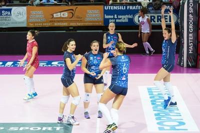 Le ragazze dell'Azzurra Volley San Casciano, il Bisonte Firenze