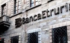 Banca Etruria: quindici società perquisite. Grillo critica Maria Elena Boschi e la famiglia Renzi