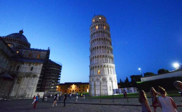 La Torre di Pisa: si valuta l'ipotesi di installare metal detector all'ingresso