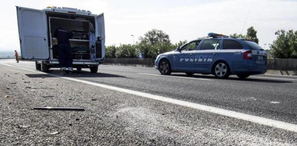Incidenti stradali polstrada polizia stradale ambulanza