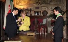 Angela Merkel in Palazzo Vecchio con Matteo Renzi. Cominciato a cena il vertice italo-tedesco (FOTO)
