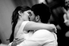 Un bacio tra due innamorati