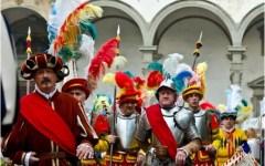 Firenze festeggia il «Capodanno Fiorentino»: corteo storico, omaggio all'«Annunziata», concerto serale