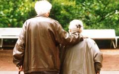 Prato, anziani maltrattati in una casa di riposo: infermieri sospesi