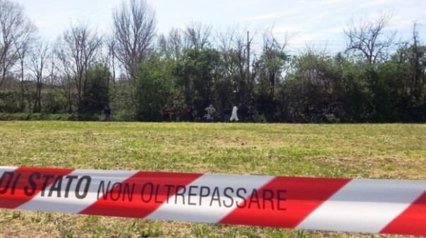 Firenze, polizia e vigili del fuoco perlustrano la zona dove è stato ritrovato il cadavere di Irene Focardi