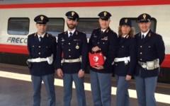 Toscana, defibrillatori nelle stazioni. Premiati i poliziotti che salvarono un uomo da un arresto cardiaco