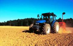 Porcari: muore a 82 anni schiacciato dal trattore che si ribalta