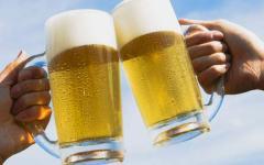 Toscana, crolla il consumo di vino e si beve più birra: colpa della crisi