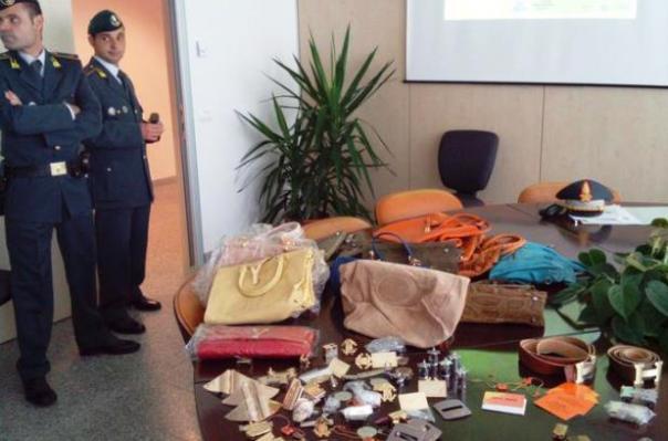 Finanza, maxi sequestro di prodotti in pelle contraffatti