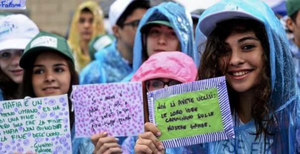 Gli studenti nell'anniversario della strage di Capaci