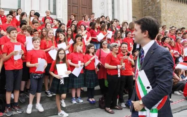 Il sindaco Nardella e i 100 canti letti da adulti e ragazzi a Santa Croce