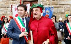 Firenze, Dante Alighieri «compie» 750 anni. E il sindaco... gli fa gli auguri