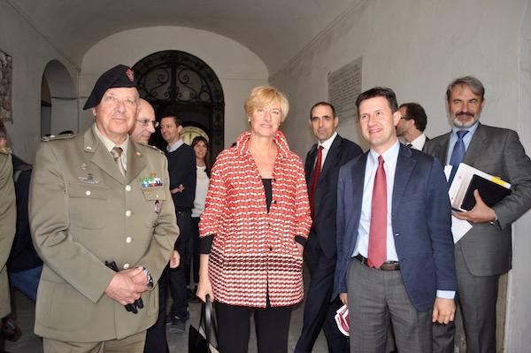 La visita del ministro Pinotti all'ex ospedale di san Gallo. A sin il generale Giuseppe Adami a destra il sindaco Dario Nardella