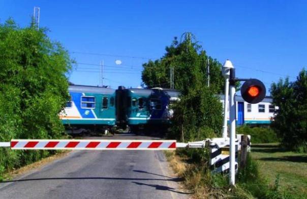 Pieve a Nievole, un anziano è morto travolto dal treno al passaggio a livello