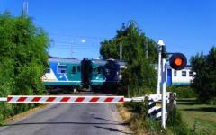 Pieve a Nievole, muore travolto dal treno: stava attraversando un passaggio a livello chiuso