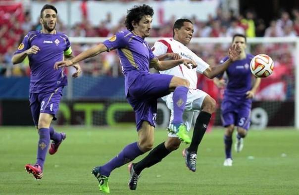 Siviglia-Fiorentina, un'azione di gioco