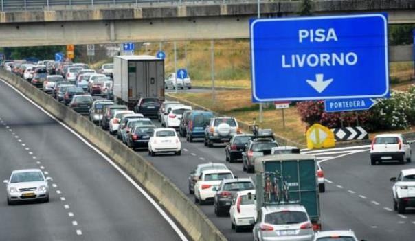Superstrada Fi-Pi-Li, un camion è precipitato da un ponte