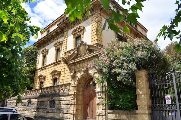 Villa Banti ex edificio militare in viale Segni a Firenze