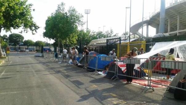 I fan di Vasco Rossi pronti a passare la notte prima del concerto in tenda