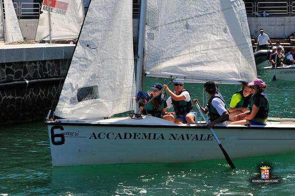 Scout Agesci in addestramento su imbarcazione dell'Accademia Navale