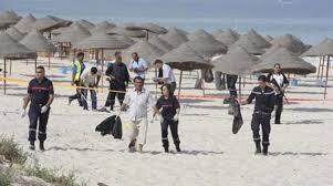La spiaggia tunisina dopo la strage di turisti