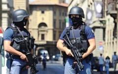 Firenze, uomini della squadra antiterrorismo della polizia