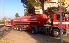Firenze, brucia all'alba un deposito di legname a Peretola