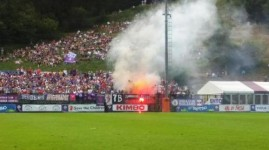 Moena, Fiorentina-Carpi: l'entusiasmo dei tifosi viola sugli spalti (foto Twitter - Trentino Sport)