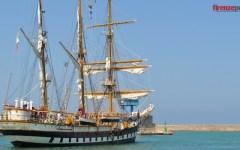 Accademia Navale, salpata da Livorno la nave scuola «Palinuro». Foto e video della partenza