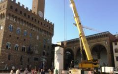 Firenze, «Michelangiolesca 2015»: in piazza Signoria mega blocco di marmo