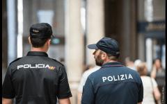 Firenze: policia spagnola e polizia italiana insieme in strada per proteggere e aiutare i turisti