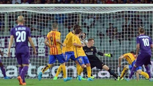 Federico Bernardeschi segna il secondo dei suoi due gol ai campioni d'Europa del Barcellona