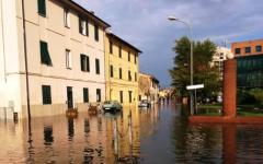 Maltempo, nubifragio a Pisa: traffico nel caos, in tilt l'ospedale di Cisanello. Ritardi per i treni da La Spezia